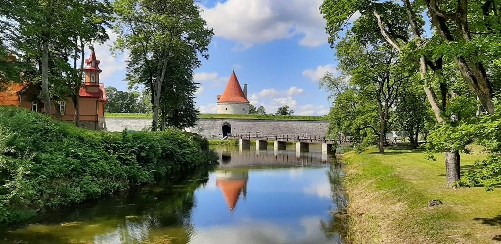 Huokeampi verotus houkuttanut tuhansia suomalaisyrityksiä Viroon (Taloustaito 2/2021)